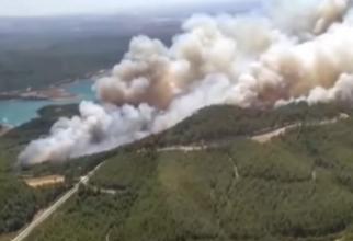 """Români, prinși în incendiul uriaş din Antalya: """"Afară nu se poate respira!"""" - VIDEO"""