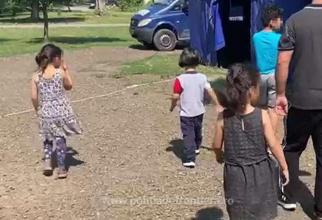 Șapte persoane, printre care cinci minori, în stare de deshidratare, ajutați de polițiștii de frontiera