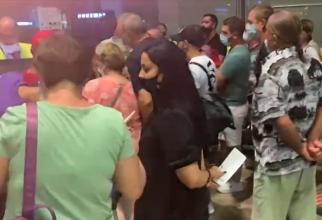 """Zeci de români, blocați pe aeroportul din Barcelona: """"Ne-au refuzat îmbarcarea. O bătaie de joc!"""" - VIDEO"""
