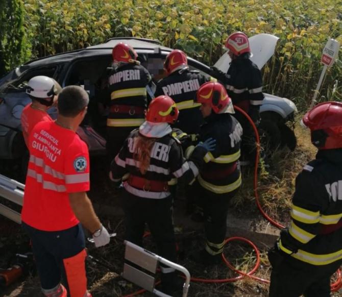 Accident între un autoturism şi un TIR. Trei victime au ajuns la spital. Traficul rutier este blocat pe ambele sensuri pe DN 5 Sursa ISU Giurgiu