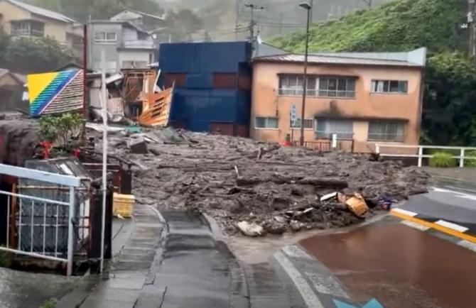 Alunecare de teren în Japonia. Cel puțin 19 oameni, dați dispăruți