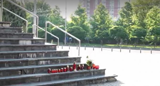 Au fost aprinse lumânări în fața Judecătoriei din Baia Mare, după ce șoferul care a zdrobit doi soți a fost eliberat