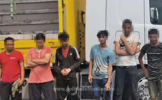 Automarfar, condus de un șofer turc, verificat la sânge la frontieră. Șase bărbați erau ascunși printre marfa transportată