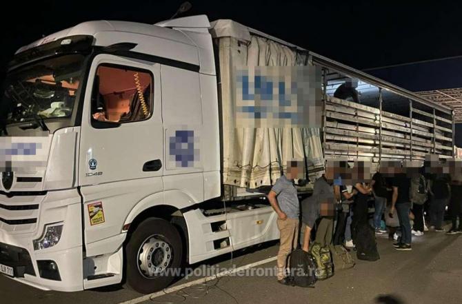 Automarfar încărcat cu profile de aluminiu, oprit în vama Nădlac. Șoferul turc, luat la întrebări, după control mastodontului