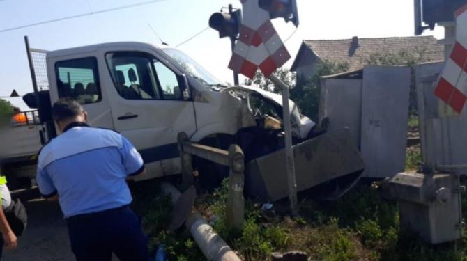 Autoutilitara lovită de tren, la Cluj. Printre victime, un adolescent și un bărbat Sursa satmareanul.net