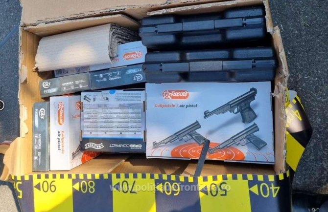 Bărbat, prins în vama Albița cu 26 de pistoale. Autoutilitara pe care o conducea era burdușită cu arme