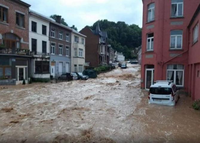 Belgia. Inundaţii noi după furtunile violente de sâmbătă seara. 11 localităţi de pe valea râului Meuse, afectate