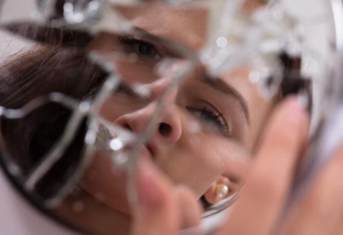 Ce trebuie să faci atunci când s-a spart o oglindă. Sfaturile experților Feng Shui