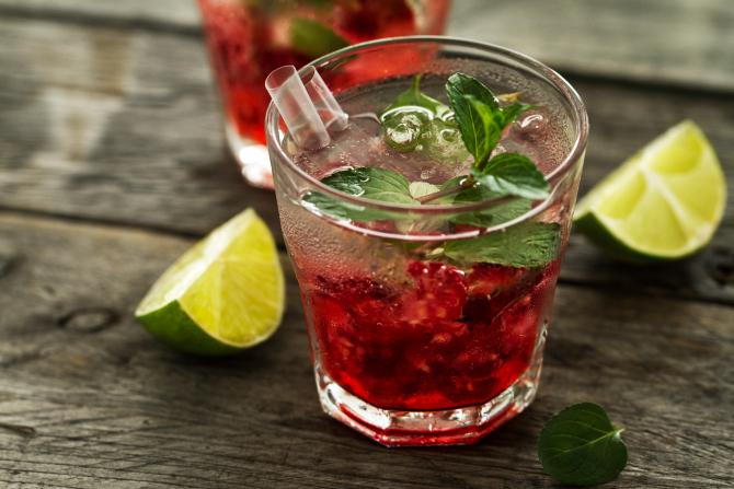 Cea mai bună limonadă cu zmeură! Răcoritoare, aromată și foarte simplu de preparat. O băutură ideală pentru întreaga familie
