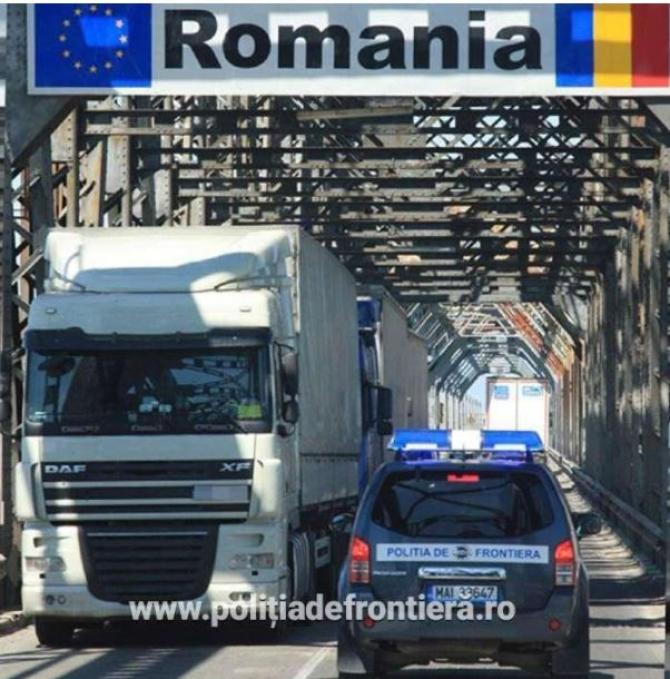 Cozi de camioane la frontieră.  Şoferii de TIR aşteaptă aproape două ore să iasă din ţara