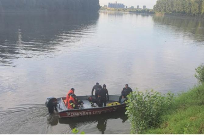 Doi bărbați, captivi într-o mașină, care a căzut în apele brațului Borcea al DunăriiSursa- ISU Ialomita