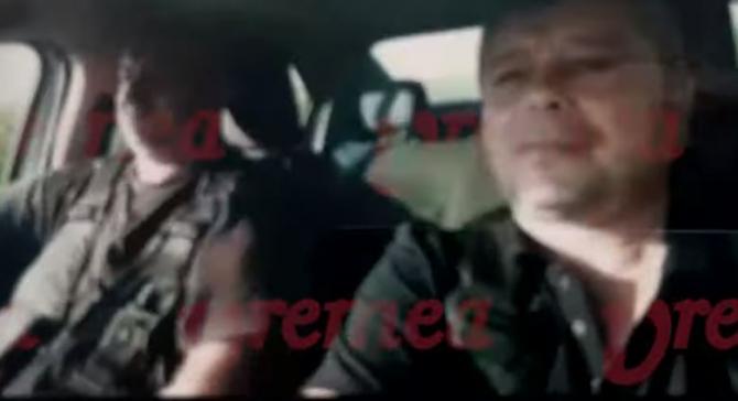 """Doi poliţişti locali din Bârlad s-au filmat cântând manele la volan. """"Să se bălăcească fata"""""""