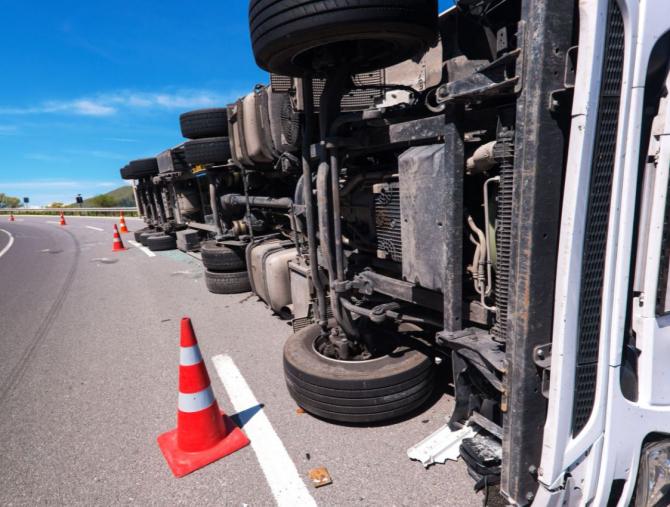 Franța. Accident cuplit provocat de un șofer român de camion