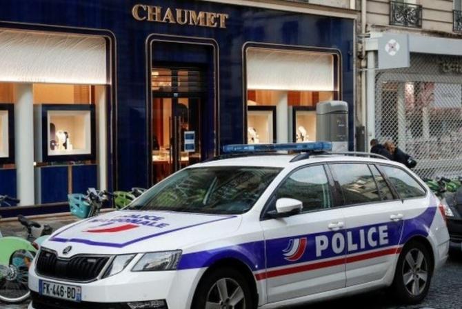 Franta. Un hoț pe o trotineta electrică a jefuit un magazin de lux din Paris. Pradă de peste 2 milioane de euro
