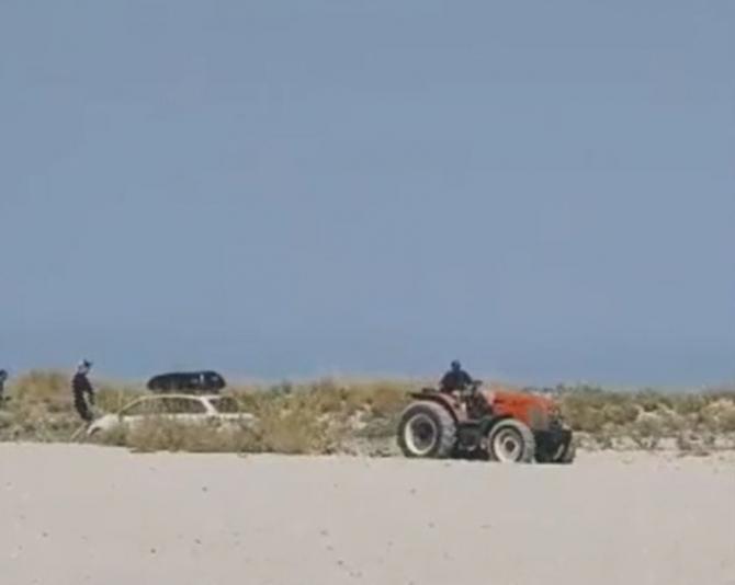 Grecia. Un român a intrat cu mașina pe o plajă. Reacția autorităților elene