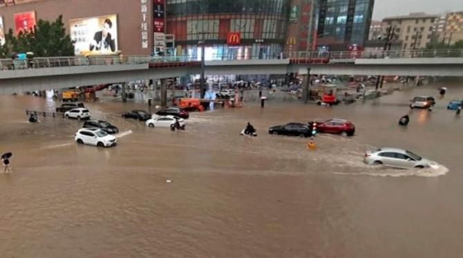 Imagini apocaliptice cu taifunul din estul Chinei care a lovit inclusiv Shanghaiul