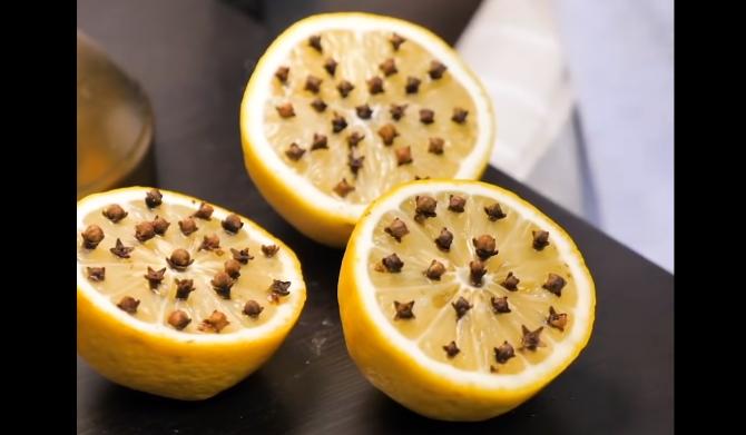 Înfige câteva cuișoare într-o jumătate de lămâie: Rezultat neașteptat pentru nopțile de vară. Ne vei mulțumi!