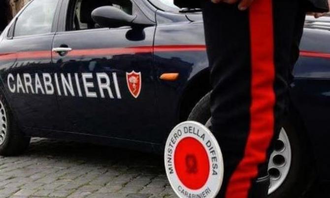 Italia. Două românce și un român au furat zeci de sticle de alcool dintr-un supermarket