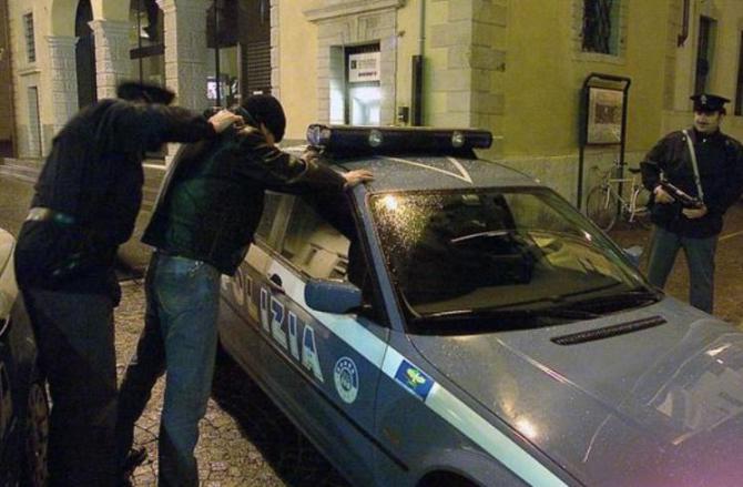 Italia. Moldoveancă, bătută fără milă și tăiată cu un ciob de sticlă chiar de soțul ei, aflat în arest la domiciliu