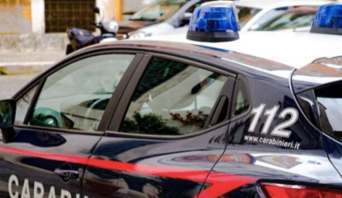 Italia. Un moldovean și-a rănit soția, după ce a aruncat în ea cu o sticlă de bere