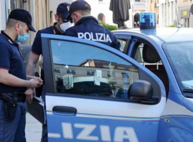 Italia. Un român a jefuit o familie care se muta. Prins de carabinieri cu o amforă metalică