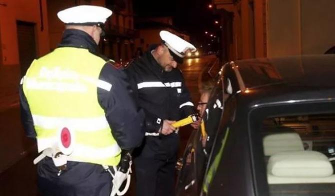 Italia. Un șofer român riscă o amendă de 6000 de euro. A condus beat și fără un cauciuc
