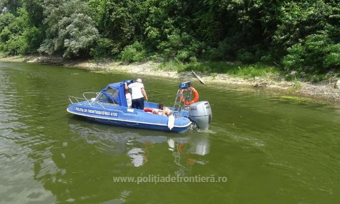 Migrant, salvat de la înec după ce a vrut să treacă Dunărea din Bulgaria în România cu un colac. Bărbatul a strigat după ajutor