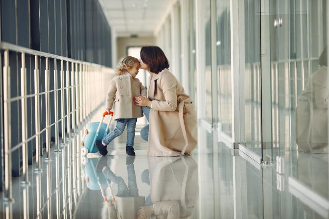 Reguli stricte pentru copiii de peste trei ani, care se întorc în România din vacanța petrecută într-o țară de pe lista roșie