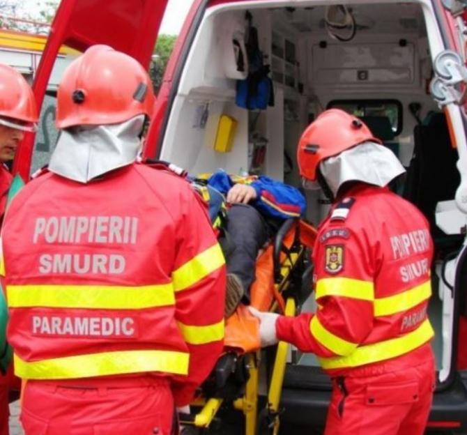O femeie a murit, iar trei persoane au fost rănite, într-un accident. Coliziune între un autoturism şi un autocamion în Argeș