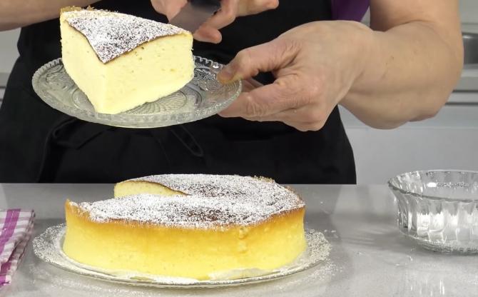 Tort pufos în stil japonez din doar 3 ingrediente. O prăjitură atât de cremoasă încât veți crede că mușcați dintr-o bucată de nor. FOTO: captură YouTube @Anna recetasfaciles