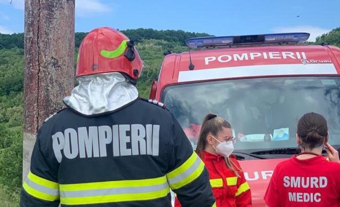 Un mort și trei răniți după un accident devastator, în județul Bistrița-Năsăud