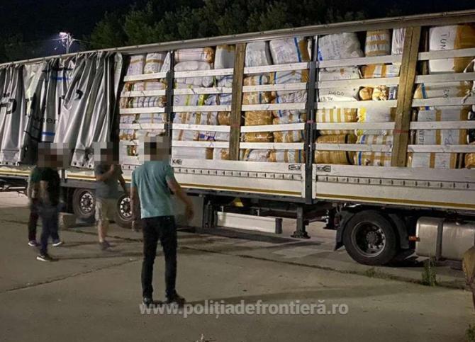 Un șofer turc încerca să introducă în Româna haine contrafăcute, în valoare de 170.000 lei. Reținut, în vama Călăraşi