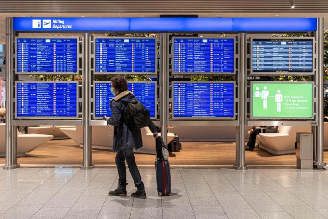 """Varianta Delta, dominantă în Europa. ECDC: """"Călătoriile nu sunt lipsite de riscuri"""". Ce este de făcut"""