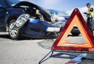 Accident cu patru autovehicule implicate şi şase răniţi pe DN7. Traficul rutier este blocat