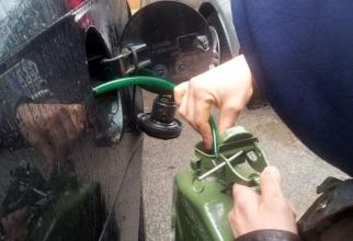 Italia. Un șofer român, surprins în timp ce fura motorină dintr-un camion parcat
