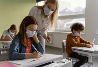 Directorii de școală vor decide cum se susțin cursurile elevilor