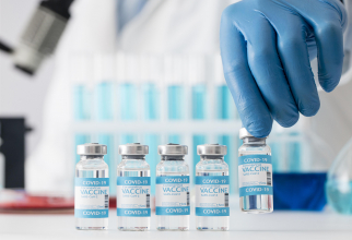 """Medicii vor fi suspendați dacă """"spun minciuni"""" despre vaccinul Covid"""