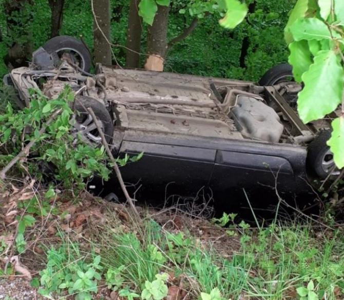 Accident rutier grav. O mașină cu cinci persoane s-a răsturnat în Bistrița