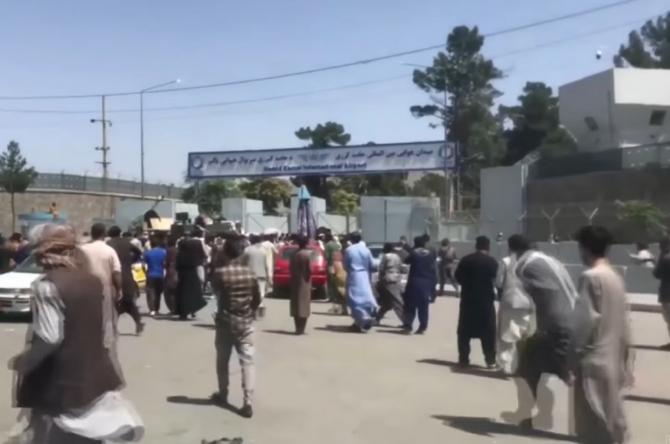 """Afganistan: Talibanii anunţă o """"amnistie generală"""" pentru toţi funcţionarii publici"""