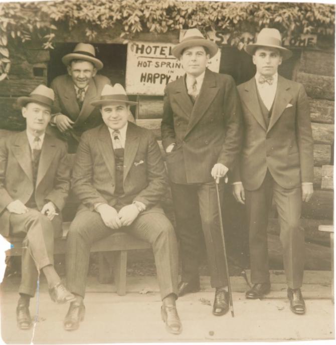 Obiecte care au aparținut celebrului gangster Al Capone vor fi scoase la licitație