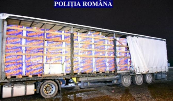 Camion, înmatriculat în Ungaria, abandonat în fața unei biserici din județul Arad. Când au văzut ce transporta, polițiștii au demarat o anchetă