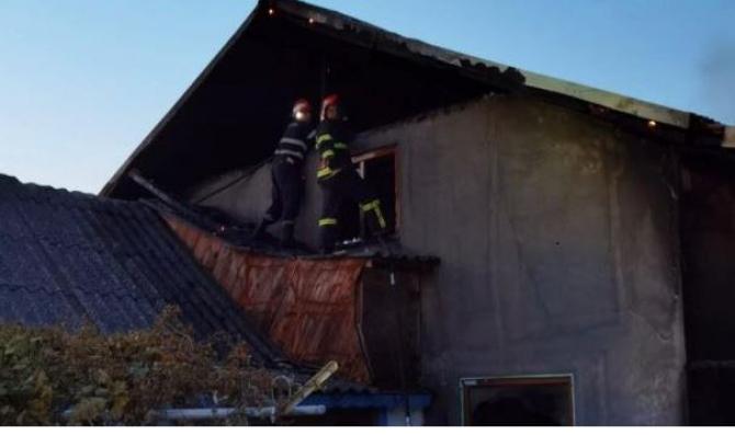 Casă de vacanță, mistuită de foc la Jurilovca. Opt persoane au reușit să se salveze 1 Sursa ISU Delta