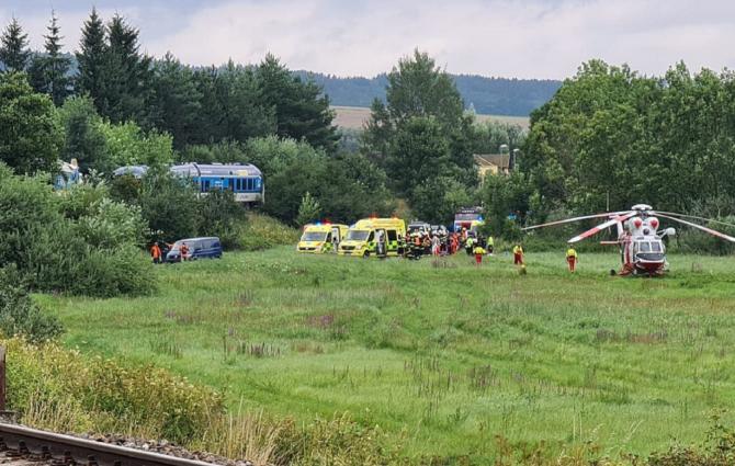 """Cehia. Mai mulți morți și zeci de răniți după ce două trenuri de pasageri s-au ciocnit: """"Situația este gravă!"""". FOTO: captură Twitter @Jirka Kohout"""