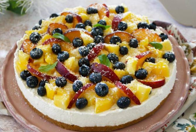 Cheesecake cu fructe, fără coacere. Un desert proaspăt și colorat, foarte simplu de făcut