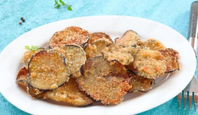 Chipsuri crocante din vinete și dovlecei. Un deliciu culinar cu doar 70 de calorii