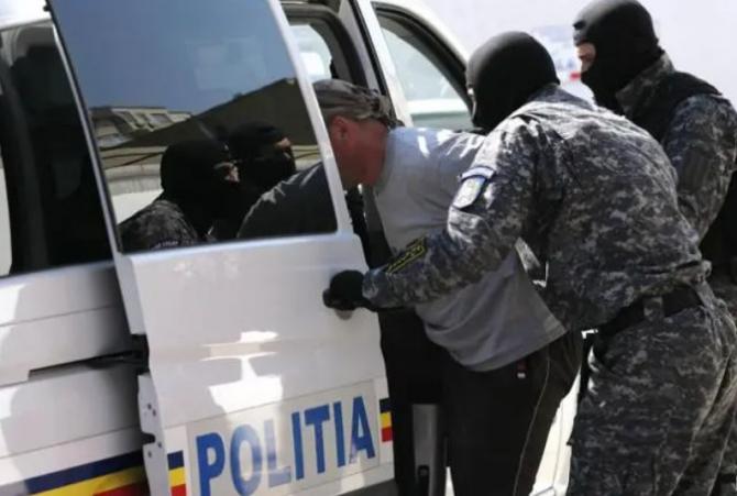 Cinci români au furat îngrășăminte și semințe de 50.000 de euro de la o fermă din Bacău Sursa - desteptarea.ro