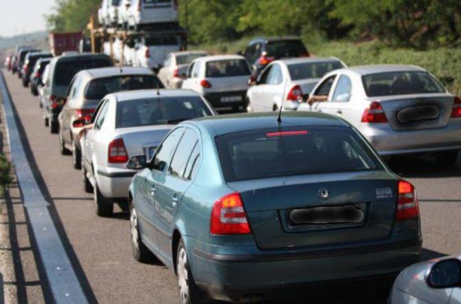 Coloane uriașe de mașini și nervi întinși la maxim între Ploiești și Brașov