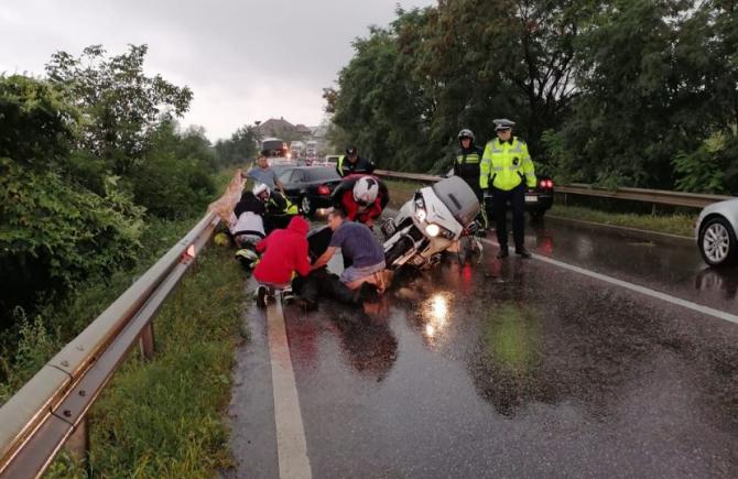 Doi bărbați, răniţi într-un grav accident de motocicletă, în județul Suceava