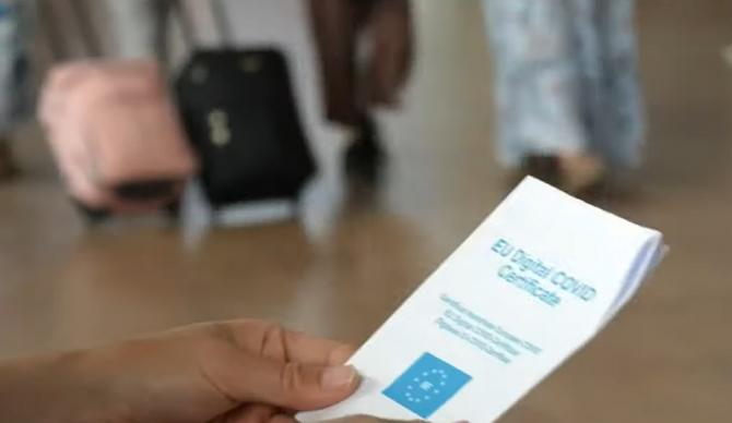 Exemplul francez a funcționat și în Italia: Creștere de până la 200% a cererii de vaccinare, după introducerea certificatului verde