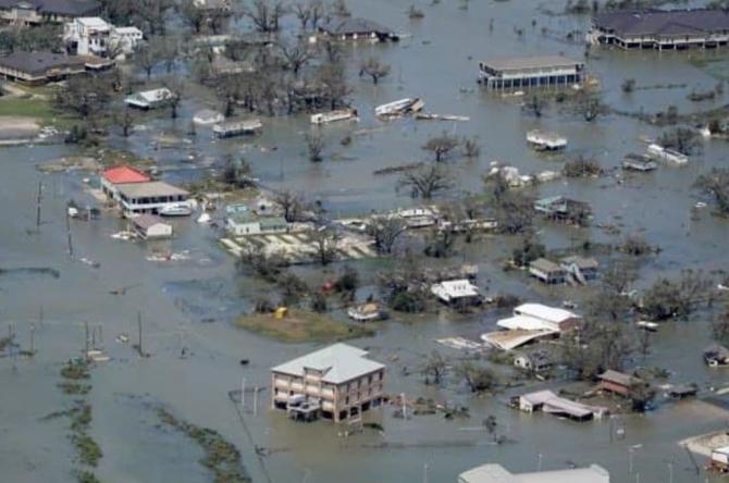 """Români în mijlocul uraganului Grace, care mătură Mexicul  """"Sper din suflet să nu fim în primejdie"""""""
